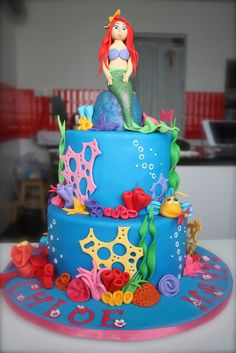 Little mermaid cake- I would still LOVE this. @Emilie Claeys Claeys Miller Altenberger These are just ideas.