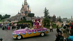 'Mickey' & 'Minnie' in the Spring Promenade at Disneyland Paris from 05th April - 22nd June 2014 with thedreamtravelgroup.co.uk