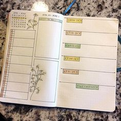 Next week's spread. I decided to continue the botanical theme I started last week and used #chamomile as the flower. It didn't turn out exactly like I thought but I still like it. #bulletjournal #bujo #bujojunkies #bulletjournallove #weeklyspread