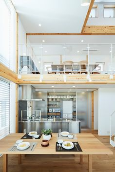 silver kitchen and wooden floor #entresol