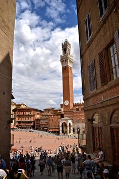 Travel Piazza del Campo, Siena, Italy