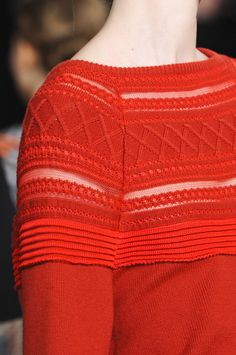 Philosophy di Alberta Ferretti at New York Fashion Week Fall 2013 - Details Runway Photos Alberta Ferretti, Knitting Stiches, Catwalk Fashion, Fashion Photography Inspiration, Knitwear Fashion, How To Purl Knit, Sweater Design, Mode Style, Knitting Designs