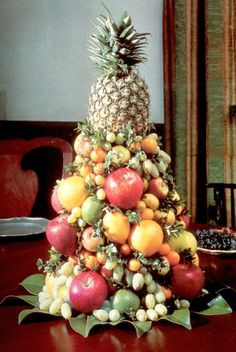 Fruit towers topped by pineapples are still traditional Christmas decorations in Williamsburg, Viginia, USA: thebluebirdcollection-com