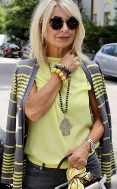 Street Style by Bibi Horst, - Damen Mode 2019 Mode Outfits, Stylish Outfits, Fashion Outfits, Fashion Tips, Fashion Trends, Style Fashion, Over 50 Womens Fashion, Fashion Over 50, Women Fashion Casual