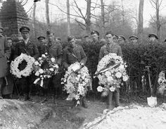 MINISTRY INFORMATION FIRST WORLD WAR OFFICIAL COLLECTION (Q 10923)   The Funeral of Rittmeister Baron von M. Richthofen at Bertangles, 22 April 1918. Four Officers placing wreaths from British Squadrons on the grave. No.3 Squadron, Australian Flying Corps.