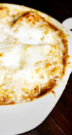Classic French Onion Soup | gimmesomeoven.com  This is an amazingly yummy recipe for a French onion soup! 6pts roughly