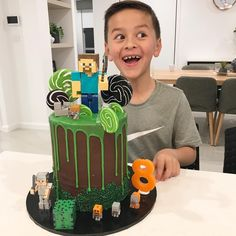 My mummy actually made me a cake 😂 Roblox Birthday Cake, Roblox Cake, Minecraft Birthday Cake, Minecraft Torte, Minecraft Cupcakes, Pastel Minecraft, Mindcraft Cakes, Minecraft Party Decorations, Cupcake Flavors