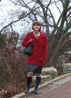 https://flic.kr/p/P1e8xX | Marie-Christine | Me in front of a view on Erfurt, my hometown. I wear my pencil leather skirt and a nice winter coat from my wife as well as my new bright red leather gloves. Vor der Erfurter Stadtansicht. Ich trage meinen engen Lederrock, einen Wintermantel meiner Frau sowie meine neuen roten  Lederhandschuhe.