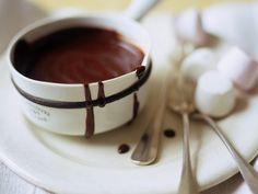 Schokoladensauce mit Marshmallows ist ein Rezept mit frischen Zutaten aus der Kategorie Dips. Probieren Sie dieses und weitere Rezepte von EAT SMARTER!