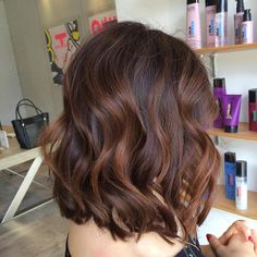 Balayage Hair Color Trends For Everyone From Brunettes To Perfect Blonde. Ombre Highlights For Brown Hair And Caramel Balayage Color For Lighter Hair. Hair Do For Medium Hair, Medium Hair Styles, Curly Hair Styles, Curled Hairstyles For Medium Hair, Curly Lob, Thin Hair Haircuts, Cool Haircuts, Bob Hairstyles, Stylish Hairstyles