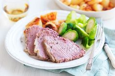 Taste member, slow cooker corned beef is a deliciously easy dinner recipe. Save some of the meat for sandwiches… Slow Cooker Corned Beef, Corned Beef Recipes, Slow Cooker Recipes, Crockpot Recipes, Cooking Recipes, Slow Cooking, Healthy Cooking, Meat Recipes, Recipies