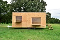 kengo kuma mobile home snow peak japan designboom. architect kengo kuma has developed a timber mobile home -'jyubako'- in collaboration with snow peak, a japanese manufacturer for outdoor goods. based on simplifying everyday life to the bare necessities, the trailer-like build is a nature-oriented dwelling that allows users to adapt the space to their requirements.