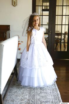 Vestidos de comunión para niña Girls Dresses, Flower Girl Dresses, Marie, Wedding Dresses, Fashion, First Communion Dresses, Communion Dresses, Dress Girl, Fashion For Girls