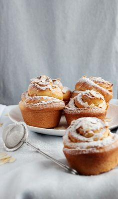 Sweet buns with cream and almonds.