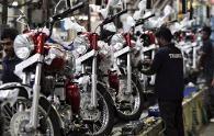 NEU-DELHI: TVS Motor Company, Indias viertgrößte Motorradhersteller, startete TVS Victor in Delhi heute um Rs. 49.490. Die Scheibenbremse ausgestatt...