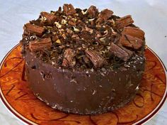Cadbury Flake Chocolate Cake: Perfect for Esh's birthday! Chocolate Kit Kat Cake, Flake Chocolate, Cadbury Recipes, Chocolate Recipes, Köstliche Desserts, Delicious Desserts, Cadbury Flake, Cake Delivery, Best Cake Recipes