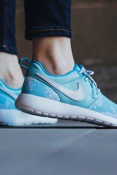 37712c49e5c9 NIKE Roshe One Snowflake Print  sneakers  blue Nike Kwazi