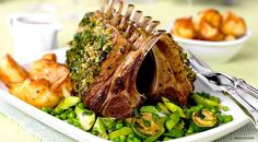 Healthy recipes for your main course, a simple guide to organize the best dinner ever! Discover how to cook our dishes for dinner! Easy Lamb Recipes, Wine Recipes, Gourmet Recipes, Cooking Recipes, Yummy Recipes, Easter Main Dishes, Roast Rack Of Lamb, Zucchini, Easter Dinner Recipes