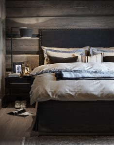 〚 Modern chalet with moody dark interiors in Norway 〛 ◾ Photos ◾Ideas◾ Design Dark Interiors, Cottage Interiors, Cottage Bedrooms, Rustic Bedrooms, Rustic Bedroom Design, Home Decor Bedroom, Bedroom Ideas, Norway House, Couple Room