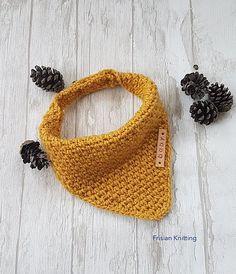 Ravelry: bandana dribble bib pattern by Frisian Knitting Crochet Dog Clothes, Crochet Baby Bibs, Sewing Baby Clothes, Baby Knitting, Baby Clothes Patterns, Baby Patterns, Crochet Patterns, Frock Patterns, Paper Patterns