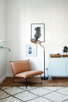Cognac leather chair & light blue - A surprisingly beautiful combination!