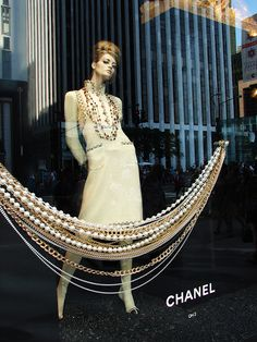 Chanel Window Display: Brand style is reinforced by enlarging iconic elements... Pearls and gold chains!