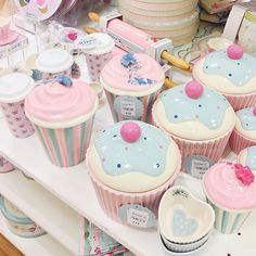 46 Trendy Ideas For Cupcakes Decoration Pink Girly Cocina Shabby Chic, Shabby Chic Kitchen, Cute Kitchen, Kitchen Items, Kitchen Stuff, Cupcake Cookie Jar, Cookie Jars, Cupcake Kitchen Decor, Pastel Kitchen Decor