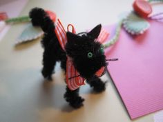 Sweet and simple, a garland for my craft room. Two little Scaredy Cats added cute as can be.   I have used slightly fuzzy pipe cleaner stem...