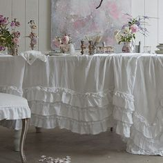 love this ruffled tablecloth!
