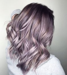 70 Verführerische und attraktive lila Haare 70 Seductive and Attractive Purple Hair # Pastel Hair Color Color # Beauty Pastel Purple Hair, Ombre Hair Color, Cool Hair Color, Silvery Purple Hair, Silver Lavender Hair, Purple Lilac, Trendy Hair Colour, Dusty Blue, Trending Hair Color