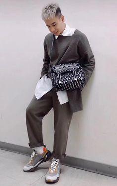 e54be824f02c Christian Dior cd camp canvas messenger shoulder bag oblique style