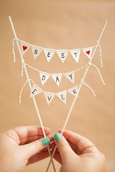 Learn how to make a darling and simple bunting cake topper! Cake toppers made from a mini pennant garland Diy Bunting Cake Topper, Diy Bunting Banner, Cake Banner, Buntings, Bunting Cake Toppers, Diy Mini Bunting, Banners, Banner Template, Wedding Topper