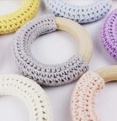 These beautiful vintage style baby teethers are going to be a hit at your next shower! This FREE crochet pattern is a perfect super quick project. Baby Boy Knitting Patterns, Knitting For Kids, Crochet Patterns, Crochet Baby Toys, Diy Crochet, Baby Diy Projects, Crochet Projects, Crochet Leg Warmers, Rainbow Crafts