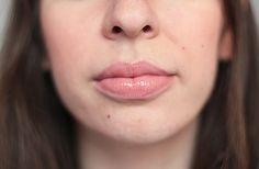 Clara porte le Gloss Fraîcheur Lip Lover de Lancôme, dans la teinte « Casse-Noisette » (23,15€).  #lips #lipstick #nude