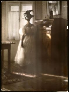 Mary Warner im Gegenlicht, 1908 by Heinrich Kuhn -Loved this photo when visiting exhibit at the l' Orangerie in Paris (2010)