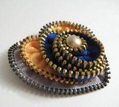 Etsy の Yellow Heart Zipper Brooch Pin by redyarn