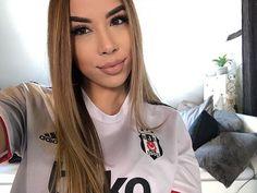 Football Girls, T Shirt, Tops, Women, Fashion, Supreme T Shirt, Moda, Tee Shirt, Fashion Styles