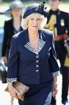 Camilla, Duchess of Cornwall attends a commemorative service for Commonwealth servicemen, at Hastings Cemetery on May 2011 in Hastings, United Kingdom. Get premium, high resolution news photos at Getty Images Prince Charles, Camilla Duchess Of Cornwall, Camilla Parker Bowles, Herzog, Blue Dresses, Jackson, Lady, Royals, United Kingdom