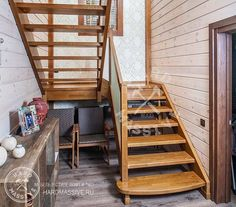 Лестница Глогольево - эффектная лестница на второй этаж в частном доме. Лестница сделана на заказ из массива дерева Ясень и стекла. #hardmassive #лестницавдоме #лестница #лестницадеревянная #лестницадизайн  #лестницавторойэтаж #Staircasehouse #stairs #woodenstaircase #stairsdesign