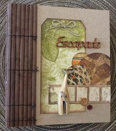 """Je commence cette Nouvelle Année avec un mini album sur le zoo de Cerza. J'ai utilisé les papiers Bobunny """"zoology"""". Je me suis servie d'un morceau de set de table pour faire la tranche de mon album."""