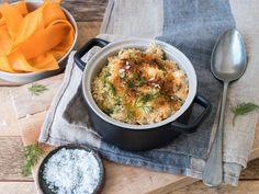 Fiskegrateng med makaroni og torsk er en super måte å utnytte restene etter gårsdagens fiskemiddag på og en fiskemiddag som barn ofte liker. Server med råkost, kokt potet og litt smeltet smør. Du kan også bruke skrei. Cod Recipes, Cooking Recipes, Frisk, Fish And Seafood, Curry, Food And Drink, Dinner, Ethnic Recipes, November