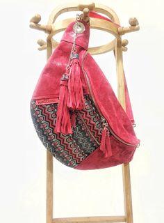 Bag Leather, Red Bag, bolso mujer, Bolso Boho,  Bolso exclusivo, bolso hecho a mano, bolso bandolera, bolso diseño.AHORA con 25% DTO de Nattiva en Etsy Hip Bag, Handmade Handbags, Denim Bag, Quilted Bag, Fabric Bags, Bucket Bag, Bag Accessories, Leather Bag, Purses And Bags