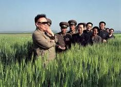 kim jong-il looking at things -