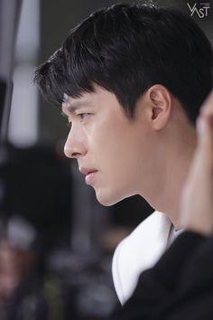 Hyun Bin is an angel sent from heaven in BTS shots! Hyun Bin, Korean Celebrities, Korean Actors, Korean Dramas, Hyde Jekyll Me, Hot Korean Guys, Celebrity Drawings, Kdrama Actors, Good Looking Men