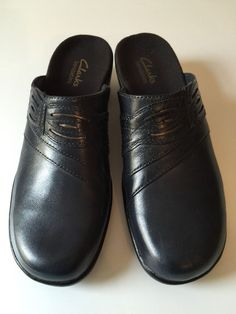 Clarks Bendables Womens Navy Blue Leather Slip On Closed Toe Shoes Sz 8N #Clarks #Clogs #Casual
