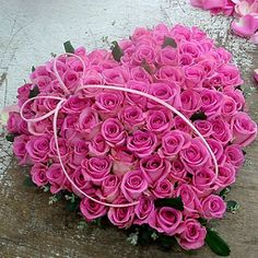 Flower heart words(Pink) 72 pink roses, match greenery, arrange in heart shape, small bowknot.