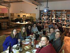 Bei Wein-Wolff in Nürnberg haben wir unserer Freundin ein Wein-Käse-Seminar geschenkt. Wir durften in gemütlicher Atmosphäre unzählige Wein- und Käsesorten testen. Ein wundervoller Abend! Wer mag hat im Anschluss die Möglichkeit sich im Shop mit seinen neuen Lieblingssorten einzudecken.