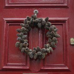 pine cone wreath from www.charlottesplot.com