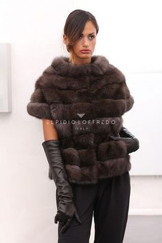 Real Natural Russian Gold Sable Fur Coat with lace trim. The fur is been tailor-made in Fendi Moda Pronta fashion laboratories ready. Helpful to know : the person wearing the fur in the picture is cm high. Fur Fashion, Fashion Outfits, Womens Fashion, Winter Wear, Autumn Winter Fashion, Cool Coats, Black Leather Gloves, Winter Stil, Fur Stole