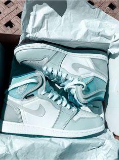 Jordan Shoes Girls, Jordan Outfits, Girls Shoes, Sneakers Fashion, Sneakers Nike, Nike Shoes Air Force, Creative Shoes, Aesthetic Shoes, Hype Shoes